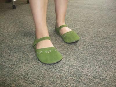 merry-moc-green-foot