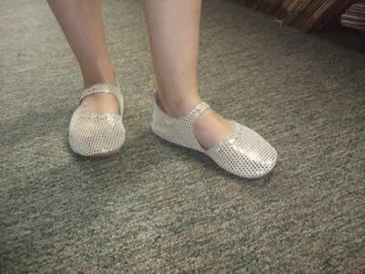 merry-moc-cream-foot