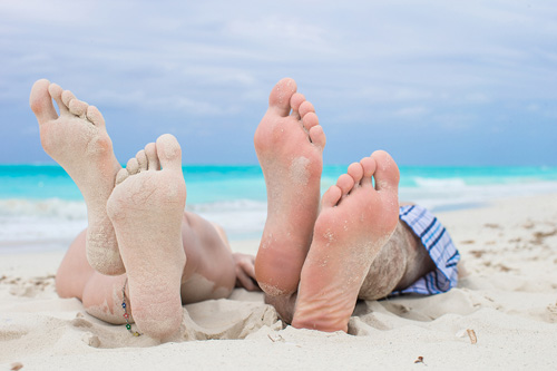8 benefits of walking and running barefoot on sand softstar blog