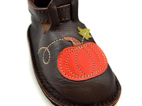 pumpkin-shoes-front-closeup
