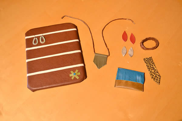 handmade-leather-earring-holder-jewelry