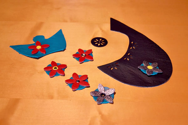 diy-leather-flower-buttons
